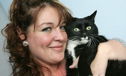 A stray cat changed life of autistic boy