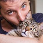 10 Reasons to date a man who loves cats
